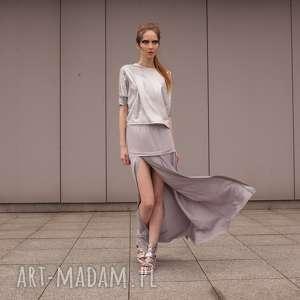 spódnice szara spódnica z rozcięciem i srebrną listwą, rozcięcie, srebrna, pęknięcie