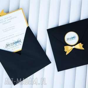 hand made zaproszenie eleganckie z kokardą w zlocie i czerni