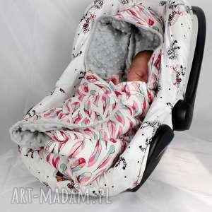 handmade dla dziecka kocyk do fotelika samochodowego pióra różowe