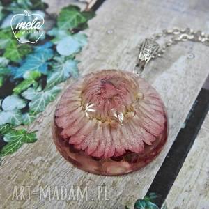 0553/mela - wisiorek z żywicy kwiatem - półkula, wisiorek, naszyjnik, żywica
