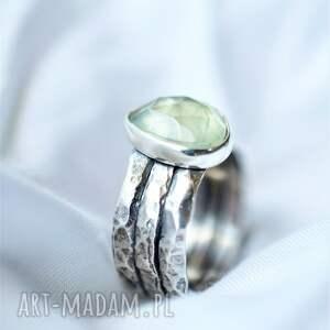 srebrny pierścionek z prehnitem