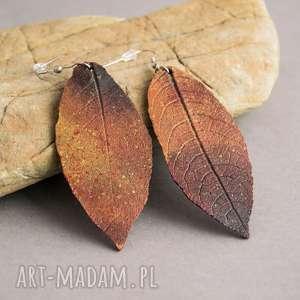 ogniste kolczyi liście