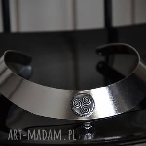 ręcznie wykonane naszyjniki obroża metalowa z triskelem