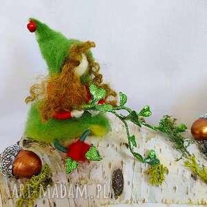 świecznik świąteczny elfka z tasznikiem z kolekcji bald