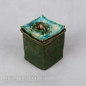 Szkatułka z żabką, szkatułka-z-żabką, ręcznie-wykonana, ceramika