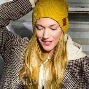 czapki czapa dwustronna logo z ekoskórki miodowa musztarda, czapka damska