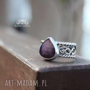 Rubin z koronką, rubin, oksydowany, pierścionek, srebrny, gwiazdoo