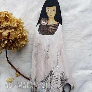 ręczne wykonanie dekoracje dziewczyna z sową malowana na drewnie