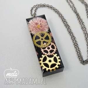 handmade wisiorki 0368/~mela wisiorek z żywicy steampunk i kwiat