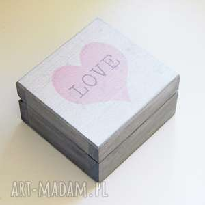 Pudełko szkatułka na obrączki ślubne z napisem love, serce,