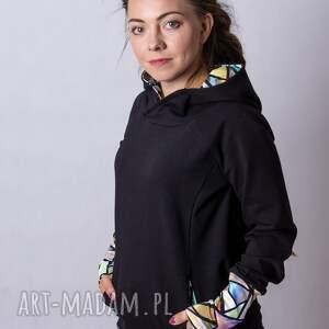 bluzy bluza damska czarna z kolorowymi trójkątami, kominem