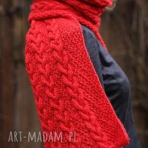 Długi czerwony szal, dziergany, ciepły, wełniany, warkocze, miękki