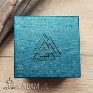 ręcznie malowane drewniane pudełko valknut - turkusowe - valknut, runa