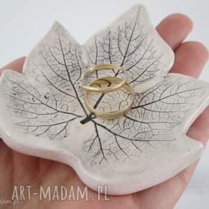 handmade ceramika maluteńki listek na drobnostki