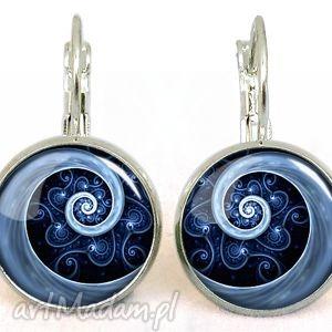 Niebieska spirala - małe kolczyki wiszące, spiralne, spirala, wzorzyste, eleganckie
