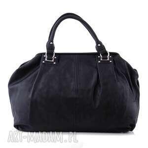 torba damska, kuferek w kolorze czarnym, kuferek, suwak, format a4, codzienny