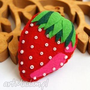 truskawka - broszka - filc, truskawka, broszka, biżuteria, rękodzieło, owoc