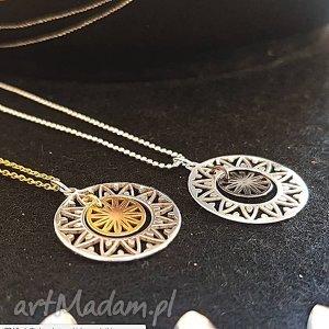 Naszyjnik z medalionem, słońce, rozeta, medalion, naszyjnik, łańcuszek, charms
