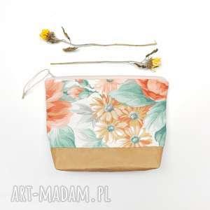 kwiatowa kosmetyczka wegańska, kosmetyczka, kwiaty, vintage, romantyczna,