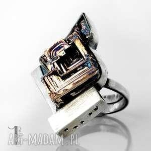 Labirynt srebrny pierścień z bizmutem, srebro, metaloplastyka, oksydowany, bizmut