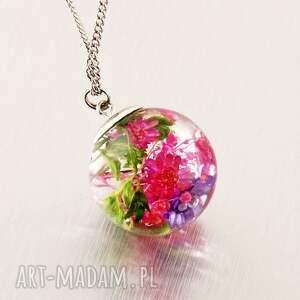 naszyjnik kula z kompozycją kwiatów w żywicyy jubilerskiej - naszyjnik