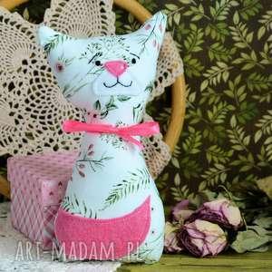 kotek dla maluszka - mruczek - gabrysia - 18 cm - zabawka, maskotka różyczki