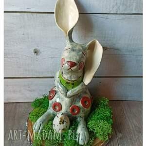 ceramika zajączek na plastrze drewna, ceramika, zając, wielkanoc, wiosna, jajko