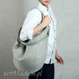 jasno szara torba w kształcie worka na ramię lub skos, torba, torebka, beżowa