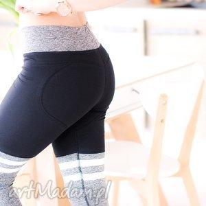 sportowe dresowe spodnie z nadrukiem paskami push up serce m/l, sportowe, modelujące
