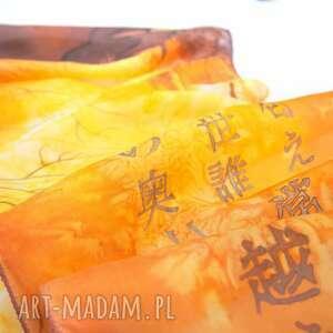 ręczne wykonanie chustki i apaszki złoty szal jedwabny ręcznie malowany