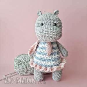 Maskotka szydełkowa hipopotam w sukience maskotki d art maskotka