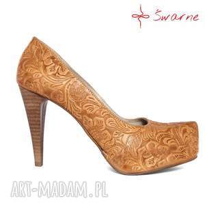 hand-made buty góralskie szpilki z tłoczonej skóry