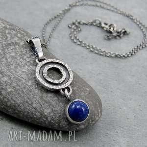 młotkowany wisior z lapisem lazuli, surowy, antyczny, grecki, wisiorek, drobny