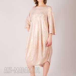 Błyszcząca sukienka oversize, metaliczny, połysk, wzór, kolorowa, mieniąca, oversize