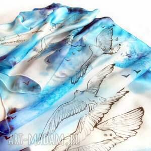 Prezent Mewy ręcznie malowane na niebiesko - białym szalu jedwabnym - motyw