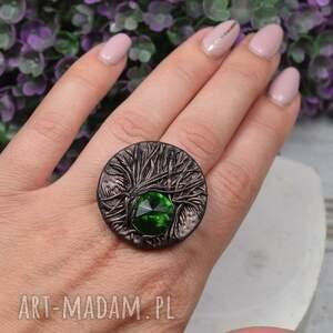 pierścionek magic forest z zielonym kryształem i motywem drzewa