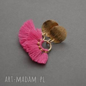 kolczyki z fuksjowymi chwościkami, sznurek, eleganckie, wiszące, fuksja, małe,