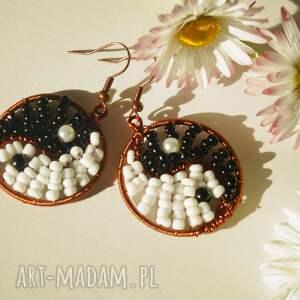 hand made kolczyki moc równowagi - kolczyki z koralików i miedzi, yin i yang