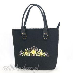 czarna torebka filcowa, torebka, filc, haft, kwiaty, pod choinkę prezenty