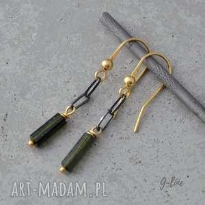 Zielony turmalin w czarnym srebrze i złocie na biglach otwartych