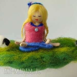 medytacja yoga na łonie naury yoginka anastazja z angelitem - miedziany