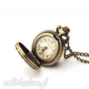 motylek i, zegarek