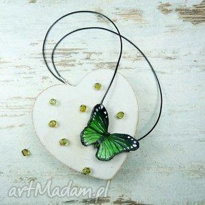 Wisiorek-zawieszka motyl w odcieniach soczystej zieleni, greenery, srebro. , wisiorek