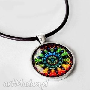 Mandala naszyjnik z wisiorem grafiką za szkłem mandalą fraktal kolorowy, rzemień