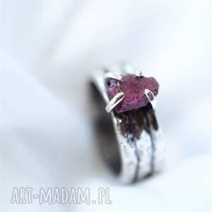 pierścionek z rubinem, pierścień minerałem, rubin naturalny, srebrny