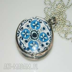 szklany wisior-niebieski, szkło-grafika, szkło, unikatowa-biżuteria, unikatowy-wisior