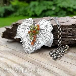 handmade naszyjniki srebrny liść z gronkiem