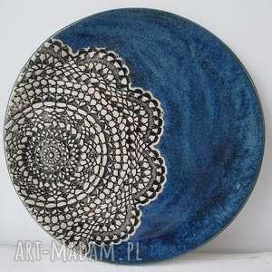 handmade ceramika granatowa patera z koronką