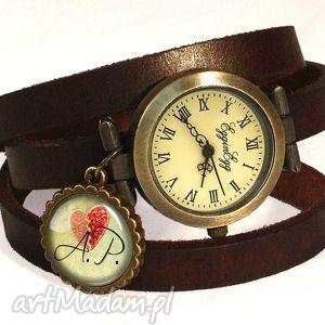 walentynkowe inicjały - zegarek bransoletka na skórzanym - personalizowany