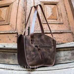 Torebka ręcznie wykonana kuferek w kolorze brązowym skórzana